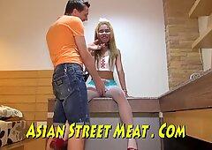Sexo gratis con sirvienta asiática