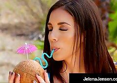 ¡Hot Hawaii! Penthouse Pet Jelena Jensen lo frota al sol!