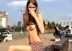 Russisch mädchen ausgesetzt öffentlichkeit für geld
