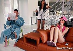 Madre Catches Cry Chum Mirando Porn Alta Definición y Tía Atractiva 18 Family Shares Una cama