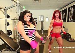 Angelina Castro bekommt das Training von Muscular Baby !!