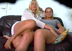 Die MILF und ihre Tochter - Kracher! - Heimlich gefilmt