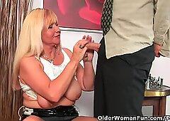 Slutty Abuela chupa Polla y se pone la boca llena de semen