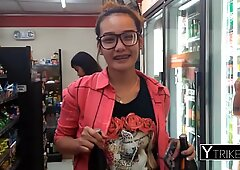 Filipina rubias jovencita con pequeño tatuaje ama interracial primera persona
