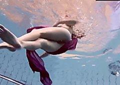 Rauchen heißes russisch rothaarig ala im pool