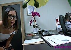 Sneaking Consolador & amp_ follada en Oficina- Lexi Mansfield