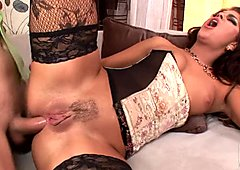 Velentina Rossini gets a load on her ass after nasty anal