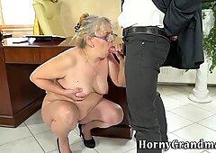 Fett großmutter nimmt abspritzen