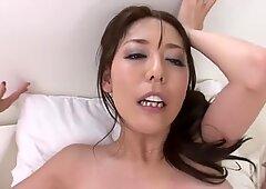 PRIMERA PERSONA Video de Rellenitas Morena Akari Asagiri Montando Polla