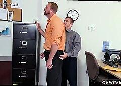 Galería de videos de fiesta de sexo gay más tarde su gerente lo ayudó a encontrar un