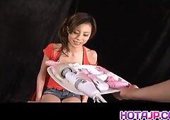 Natsumi Mitsu Japanisch Milf in rot - mehr bei Hotajp.com