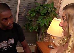 Tegan Riley wird von einem schwarzen Modelagenten gefickt