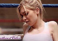 Sweetheart Video - Athleti Lesbiana Strapon Fucks Flacas Rubias