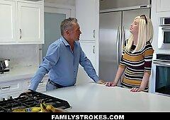 Family Strokes - Madre entra en Jovencita cubierto de semen