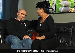 Xxx omas - Sperma auf Titten für lustige Großmutter