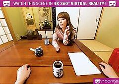 VR-Porno - Japanisch Milf Vollgewichst und spritzt hart