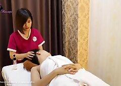 Traditionelle Massage im Luxuszimmer Spa, wie man Linderung macht